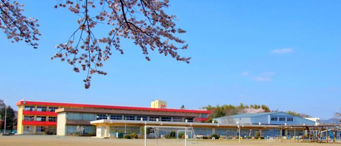新治小学校